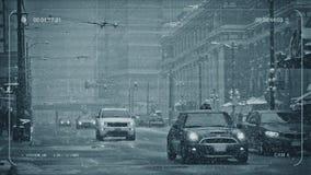 Im Stadtzentrum gelegene Straße CCTV im Schneewetter stock video