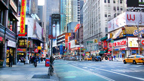 Im Stadtzentrum gelegene Straße in New York lizenzfreie stockbilder