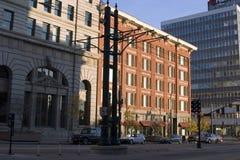Im Stadtzentrum gelegene Straße und die Gebäude Lizenzfreie Stockbilder