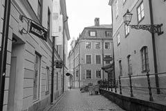 Im Stadtzentrum gelegene Straße Uppsalas stockfotos