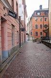 Im Stadtzentrum gelegene Straße Uppsalas stockbilder
