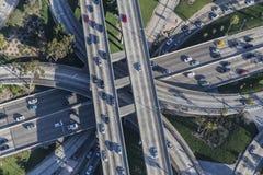 Im Stadtzentrum gelegene vier Niveau-Austausch-Vogelperspektive Los Angeless lizenzfreie stockbilder
