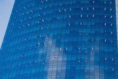 Im Stadtzentrum gelegene Wolkenkratzer Buenos Aires mit blauem Spiegel Stockbild