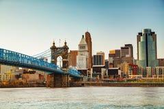 Im Stadtzentrum gelegener Überblick Cincinnatis lizenzfreie stockfotografie