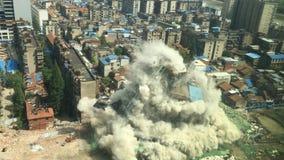 Im Stadtzentrum gelegener Gebäudeabbruch durch Implosion Lizenzfreies Stockfoto