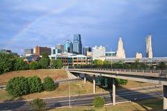 Im Stadtzentrum gelegener Kansas- Cityregenbogen Stockbilder