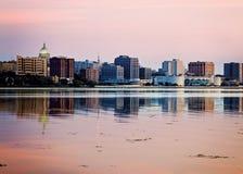 Im Stadtzentrum gelegener Madison gesehener acrross See Monona Stockfoto