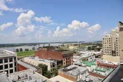 Im Stadtzentrum gelegener Memphis Clear Blue Skyline stockfotografie
