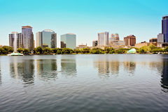 Im Stadtzentrum gelegener Orlando Lake Eola stockfotos