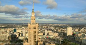 Im Stadtzentrum gelegener Panoramablick Polens, Warschau mit Wissenschafts-und Kultur-Palast im Vordergrund stock footage