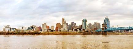 Im Stadtzentrum gelegener panoramischer Überblick Cincinnatis Stockbild