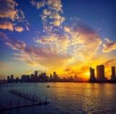 Im Stadtzentrum gelegener Skylinesonnenuntergang Florida US Miamis Lizenzfreie Stockfotografie