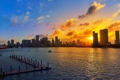 Im Stadtzentrum gelegener Skylinesonnenuntergang Florida US Miamis Stockfotos