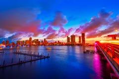 Im Stadtzentrum gelegener Skylinesonnenuntergang Florida US Miamis Lizenzfreie Stockfotos