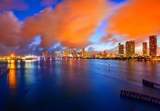 Im Stadtzentrum gelegener Skylinesonnenuntergang Florida US Miamis Lizenzfreies Stockfoto