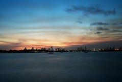 Im Stadtzentrum gelegener Sonnenuntergang-lange Belichtung Miamis Stockfotografie