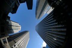 Im Stadtzentrum gelegener Wolkenkratzer Lizenzfreie Stockfotos