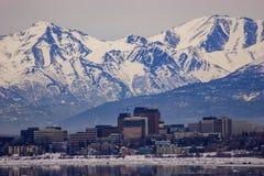 Im Stadtzentrum gelegenes Anchorage, Alaska mitten in dem Winter Lizenzfreies Stockbild