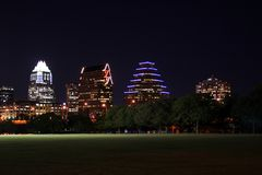 Im Stadtzentrum gelegenes Austin, Texas nachts stockbilder