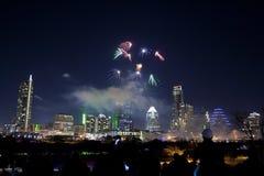 Im Stadtzentrum gelegenes Austin, Tx Feuerwerke Stockfotografie