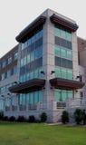 Im Stadtzentrum gelegenes Bürohaus Lizenzfreie Stockfotos