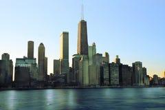 Im Stadtzentrum gelegenes Chicago über Michigansee Lizenzfreie Stockbilder