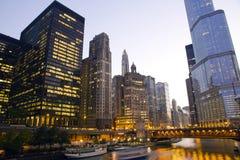Im Stadtzentrum gelegenes Chicago lizenzfreie stockfotos