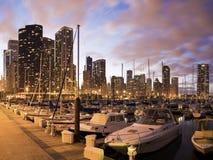 Im Stadtzentrum gelegenes Chicago gesehen vom Jachthafen Lizenzfreie Stockfotografie