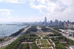 Im Stadtzentrum gelegenes Chicago und Michigansee Lizenzfreie Stockfotos