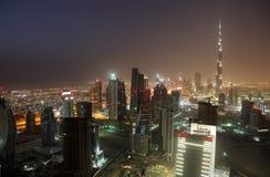 Im Stadtzentrum gelegenes Dubai nachts Lizenzfreies Stockbild