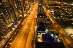 Im Stadtzentrum gelegenes Dubai nachts Lizenzfreies Stockfoto