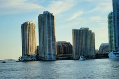 Im Stadtzentrum gelegenes Gebäude Miamis Lizenzfreie Stockbilder