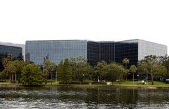 Im Stadtzentrum gelegenes Glasbürohaus lizenzfreies stockfoto