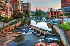 Im Stadtzentrum gelegenes Greenville auf dem Fluss Lizenzfreie Stockbilder