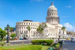 Im Stadtzentrum gelegenes Havana mit dem berühmten Kapitolgebäude stockfotografie