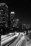 Im Stadtzentrum gelegenes LA nachts Stockbild