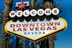 Im Stadtzentrum gelegenes Las Vegas-Zeichen Lizenzfreie Stockfotografie