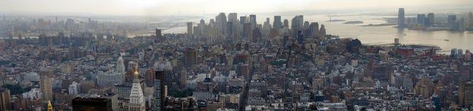 Im Stadtzentrum gelegenes Manhattan panoramisch Lizenzfreie Stockfotos