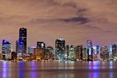 Im Stadtzentrum gelegenes Miami Bayfront nachts Stockfotos