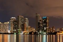 Im Stadtzentrum gelegenes Miami nachts Lizenzfreies Stockbild