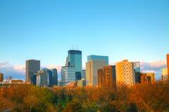 Im Stadtzentrum gelegenes Minneapolis, Minnesota Stockfotos