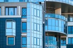 Im Stadtzentrum gelegenes modernes Gebäude Lizenzfreie Stockbilder