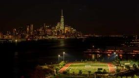 Im Stadtzentrum gelegenes modernes Gebäudestadtbild New York Manhattan Zeitspannepanorama des eindrucksvollen Nachtzeitgroßstadtl stock video footage