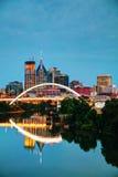 Im Stadtzentrum gelegenes Nashville-Stadtbild nachts lizenzfreie stockfotos