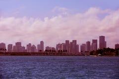 Im Stadtzentrum gelegenes nebeliges Skyline Miamis Miami Beach Lizenzfreie Stockbilder