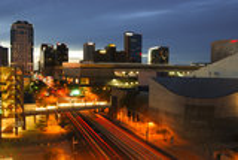 Im Stadtzentrum gelegenes Phoenix, AZ an der Dämmerung lizenzfreie stockfotos