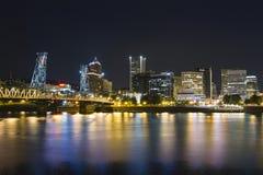 Im Stadtzentrum gelegenes Portland während der Nacht Lizenzfreies Stockbild