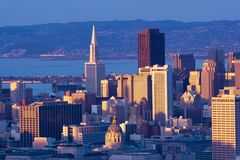 Im Stadtzentrum gelegenes San Francisco citysca Lizenzfreies Stockbild
