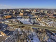 Im Stadtzentrum gelegenes Sioux Falls Skyline in South Dakota während des Winters Lizenzfreies Stockbild