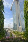 Im Stadtzentrum gelegenes Stadtbild von Marina Bay Sands und von Singapur-Flieger lizenzfreies stockbild